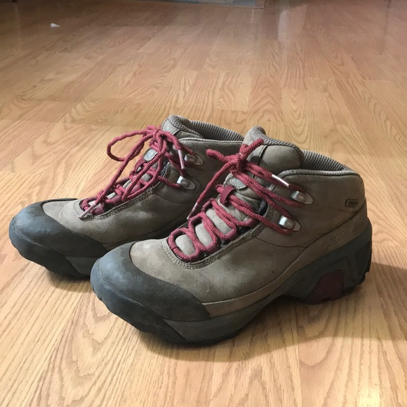 40ccb98bb38 Women's Patagonia hiking boots size 7.5